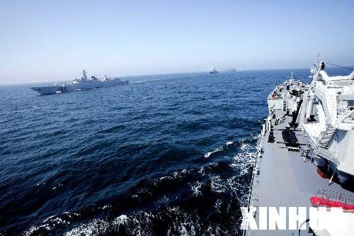 图文:两国海空军部队在山东半岛举行海上分列式