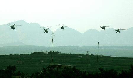 图文:参加两栖登陆作战演练的我军直升机群