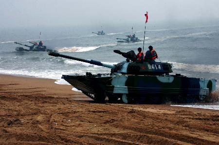 图文:中国海军陆战队水陆坦克实施抢滩登陆