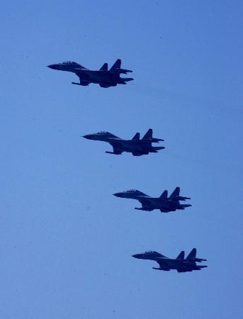 图文:中国空军四机编队攻击后飞离演习区域