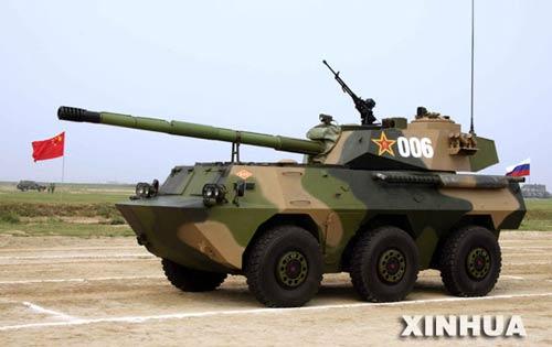 图文:中国自行火炮接受检阅