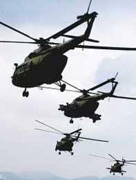 图文:成都军区陆航部队直升机编队攻击训练