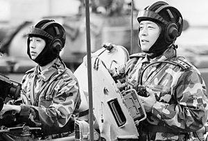 组图:北京军区装甲部队演练空地协同作战