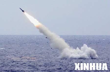 我军新型潜艇远航巡逻发射新型战雷击中目标