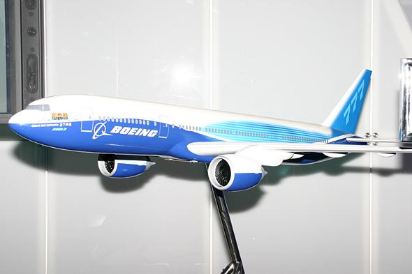 图文:波音公司B777双发宽体客机模型