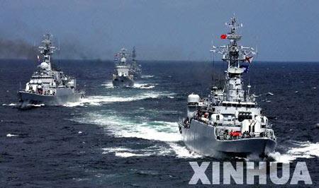 中国新型远洋综合补给舰四向补给首获成功(组图)