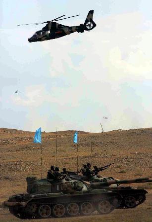 组图:直升机对蓝军地面部队进行空中支援