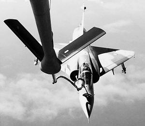 现代军事评论:信息化战争空中作战新走势