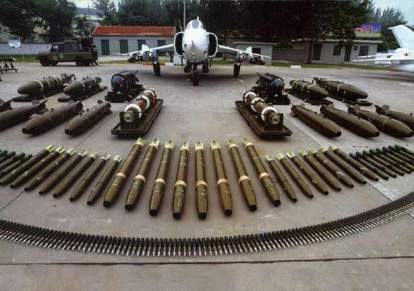 中国空军装某新装备战机对地攻击精准度提升
