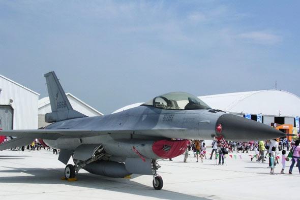 美台达成合约:在美为台军训练F-16战机飞行员