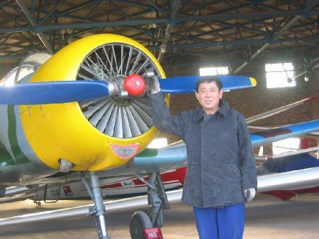 就如何取得私人飞机驾驶执照以及从事航空体育休闲活动进行了探讨