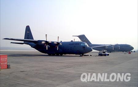 布什访华先遣部队抵京总统专机准备就绪(图)