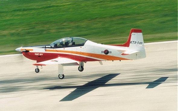 韩国航宇工业公司(kai)首次展示了其kt-1c增强型涡桨教练飞机的模型.