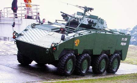 台湾军方高层决定生产1400辆云豹装甲车(组图)