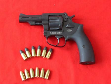 我国警察明年将装备国产9mm转轮手枪(组图)