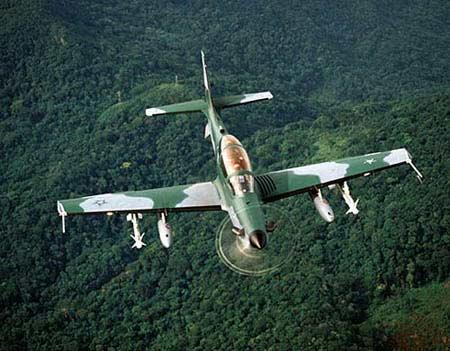 """空军世界 :: 巴西EMB-312""""巨嘴鸟""""(Tucano)涡轮螺旋桨初级教练机"""