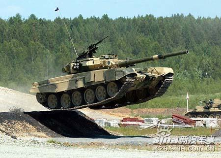俄军将于2006年购买31辆新型T-90坦克(图)