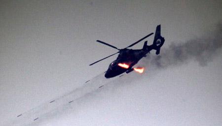 济南军区陆航团新飞行员完成首飞训练(附图)