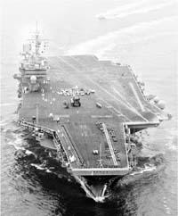 美海军小鹰号航母在日本母港发生燃油泄漏(图)