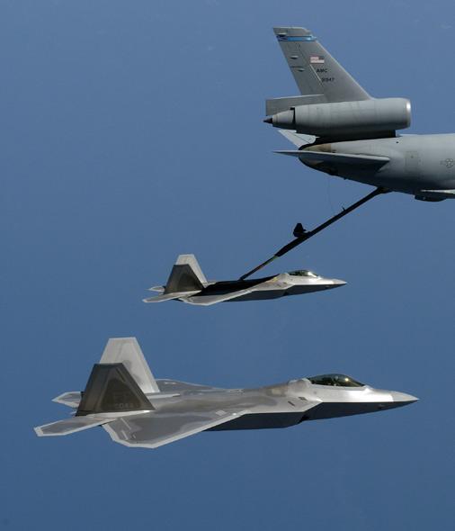 美第18空中加油中队完成首次为F-22进行空中加油