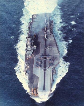 美印航母编队在斯里兰卡海域举行联合演习(图)