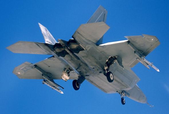 F-22A战机首次发射实战用AIM-120导弹(图)