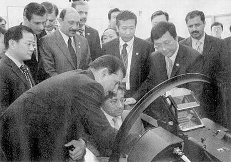 穆沙拉夫参观成飞称赞中国枭龙媲美F-16(图)