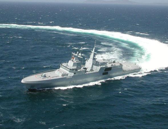 """南非海军""""梅科""""A-200护卫舰首舰服役(附图)"""