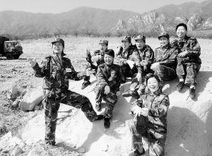 解放军二炮女军官现场直播导弹命中靶心(图)