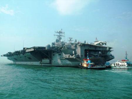 国林肯号核动力航空母舰战斗群访问香港