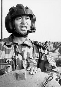 济南军区某装甲团团长杜清华抓训练纪实(附图)