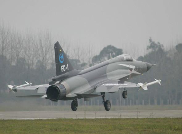 枭龙04架飞机4月底首飞装配先进航电系统(图)