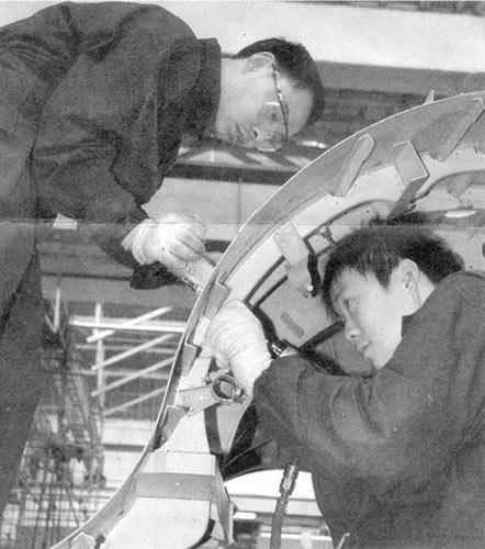 枭龙04架正在进行液压系统地面试验4月底首飞