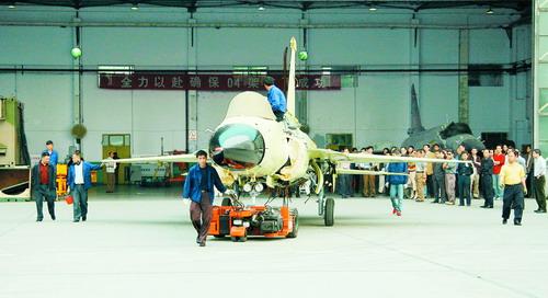 枭龙04架飞机发动机测试成功首飞后将批量生产
