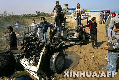 以色列战机发射导弹击中加沙中部一辆汽车