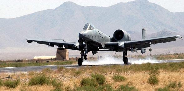 """A-10""""雷电""""攻击机"""