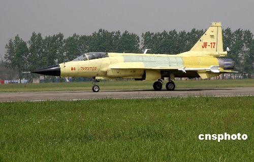 巴空军参谋长观看枭龙04架战机全状态试飞(图)