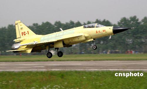 """中国枭龙战机两次以完整版状态""""空考""""过关"""