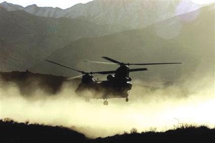 美国一架军用直升机坠毁造成4人死亡(图)