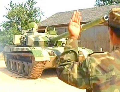北京军区列装完成信息化改造的主战坦克(图)
