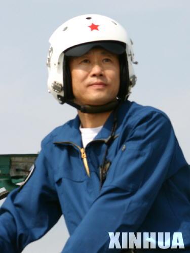 李中华思想技术双过硬的新型高素质试飞员