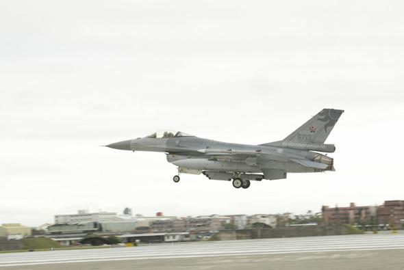 英国BAE公司为台湾F-16进行预警系统升级(图)