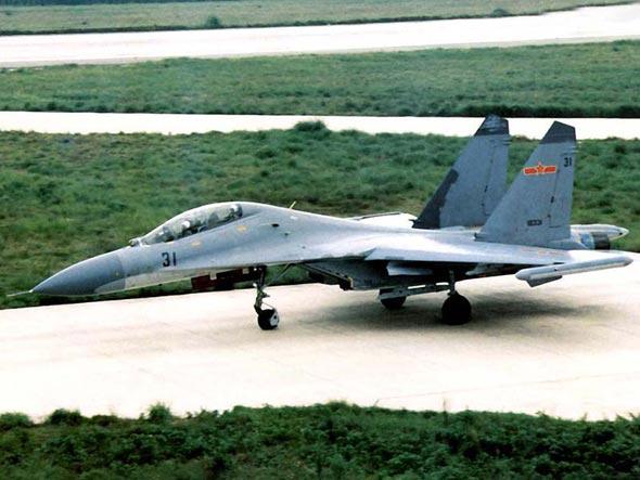中国空军依托新装备研制基地培养战机维修骨干