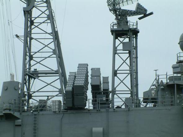 台军新导弹偷上军舰:两大缺陷难以封锁海峡