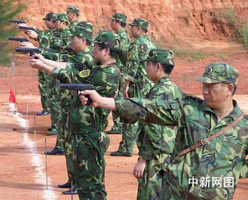 海南某预备役师组织新任职预备役军官进行培训