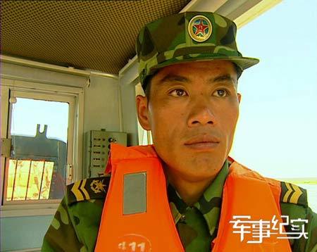 央视《军事纪实》13日播出界河水兵刘长旺
