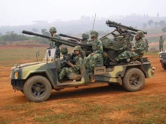 中国预备役部队将普通吉普车改成野战突击车