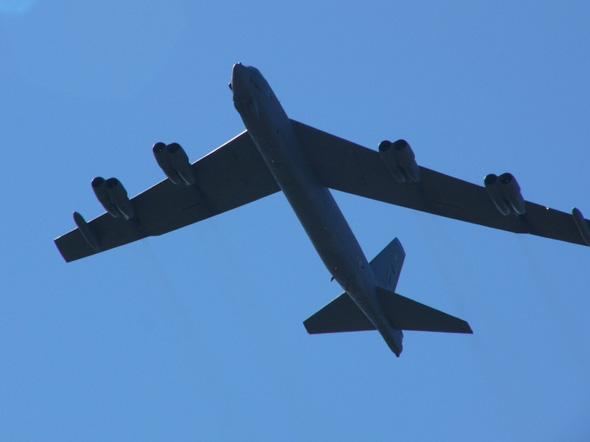 美国国会同意空军退役18架B-52轰炸机(图)