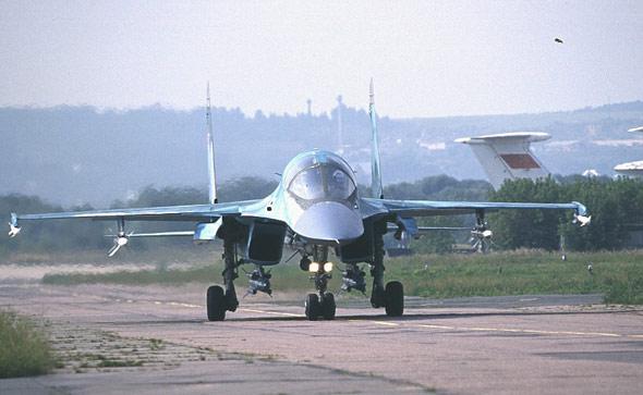 俄第2架量产苏-34前线轰炸机完成首飞(图)