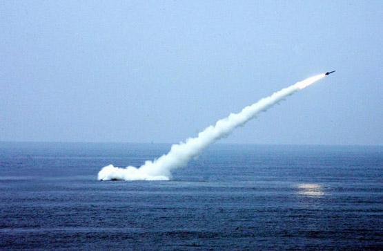 中国潜艇演习中发射反舰导弹躲避反潜机(组图)